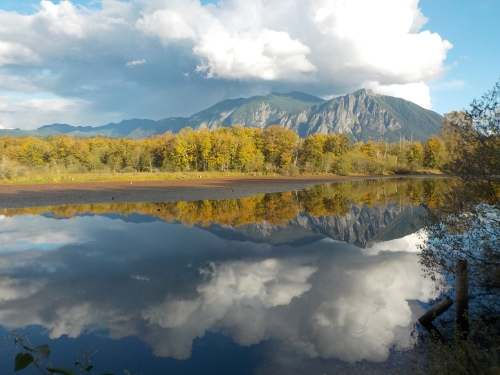 mt-si-fall-reflection-2016med