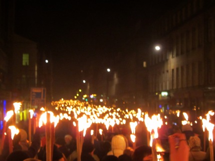 scotland-hogmanay-torchlight-parade